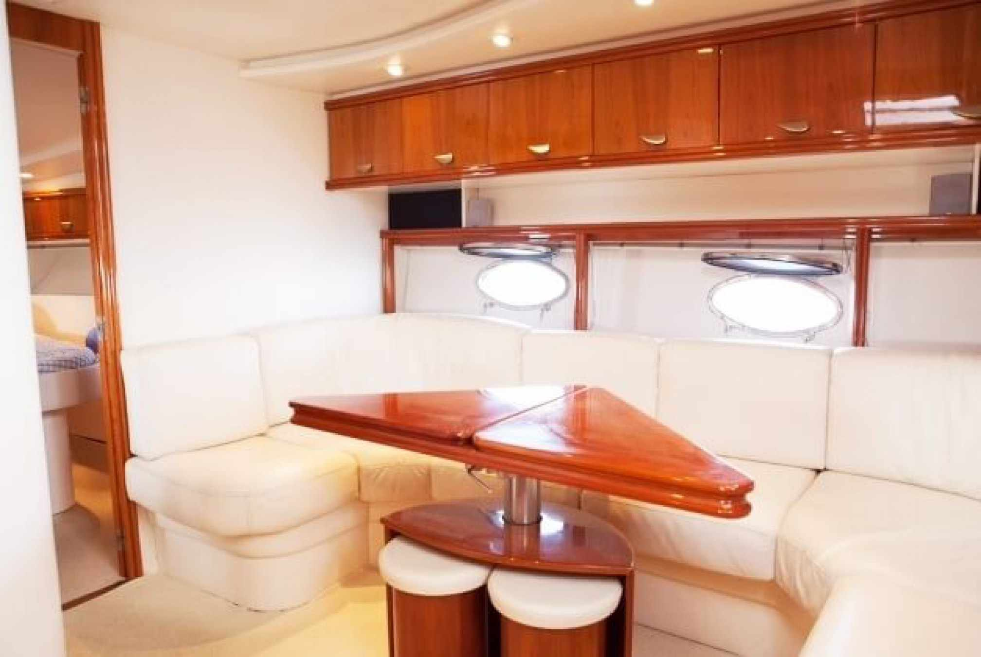 Pershing 45 motorboat charter salon