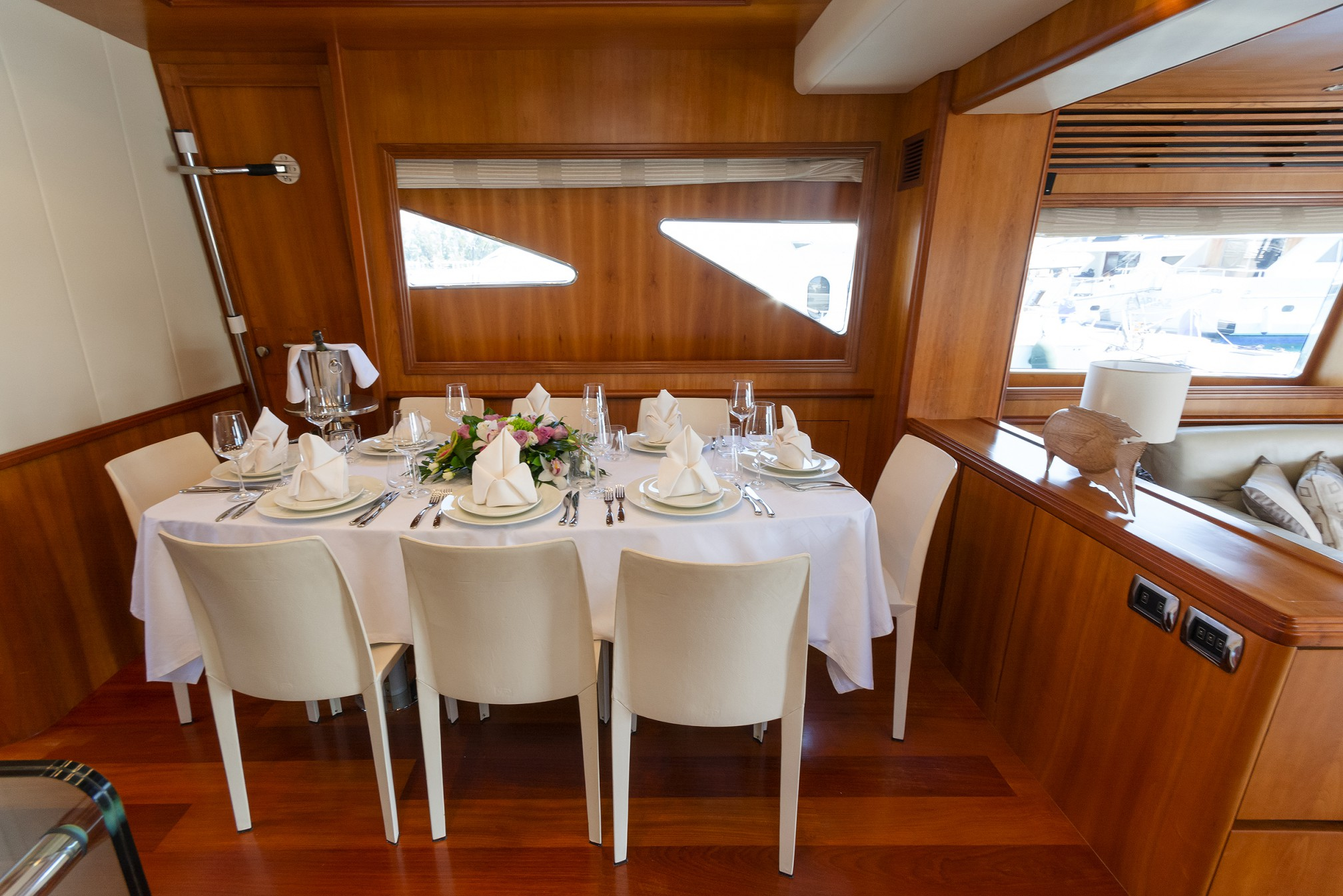 Rental yacht  dining room