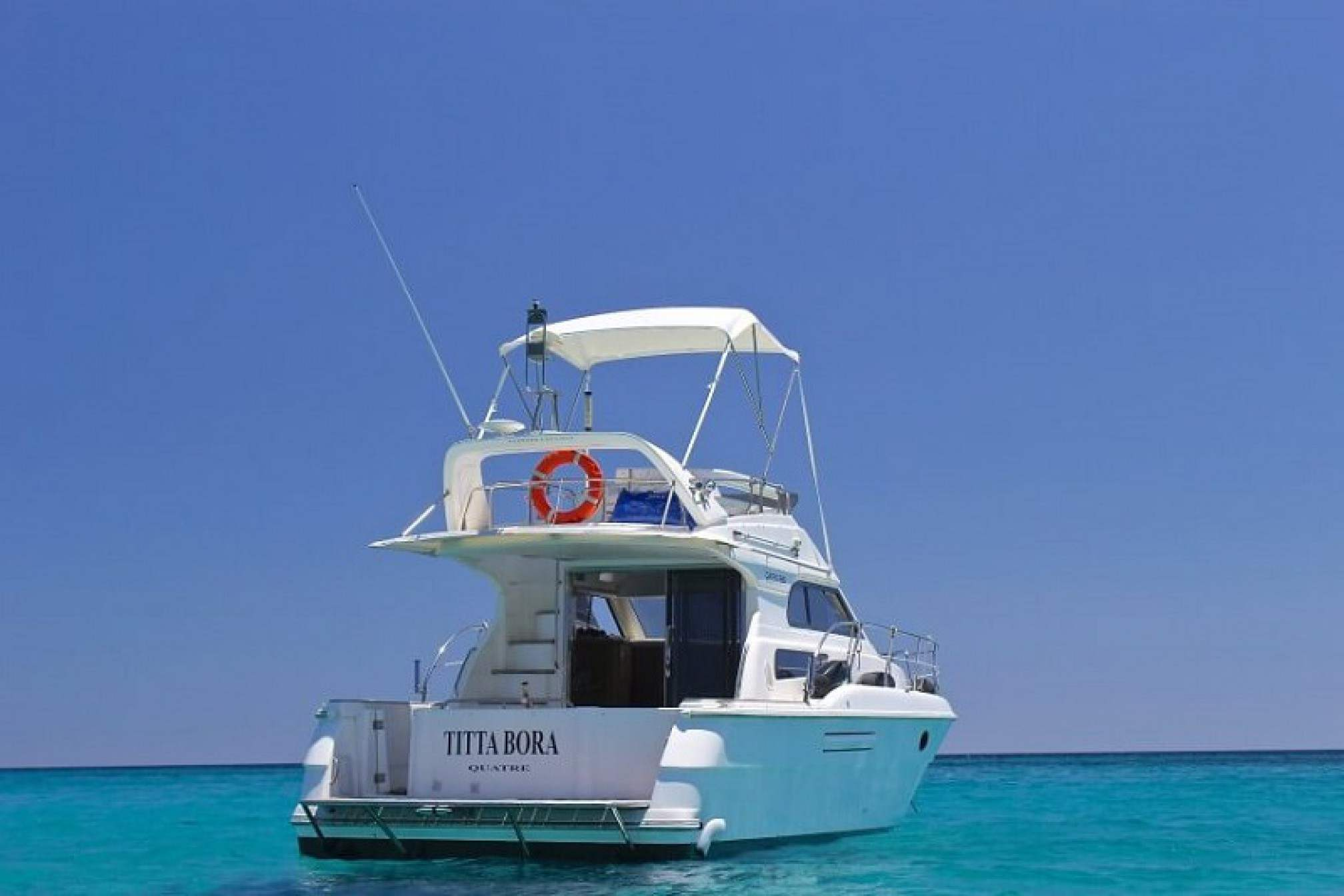 Yacht-rent-garin-38-fly-charter-founding