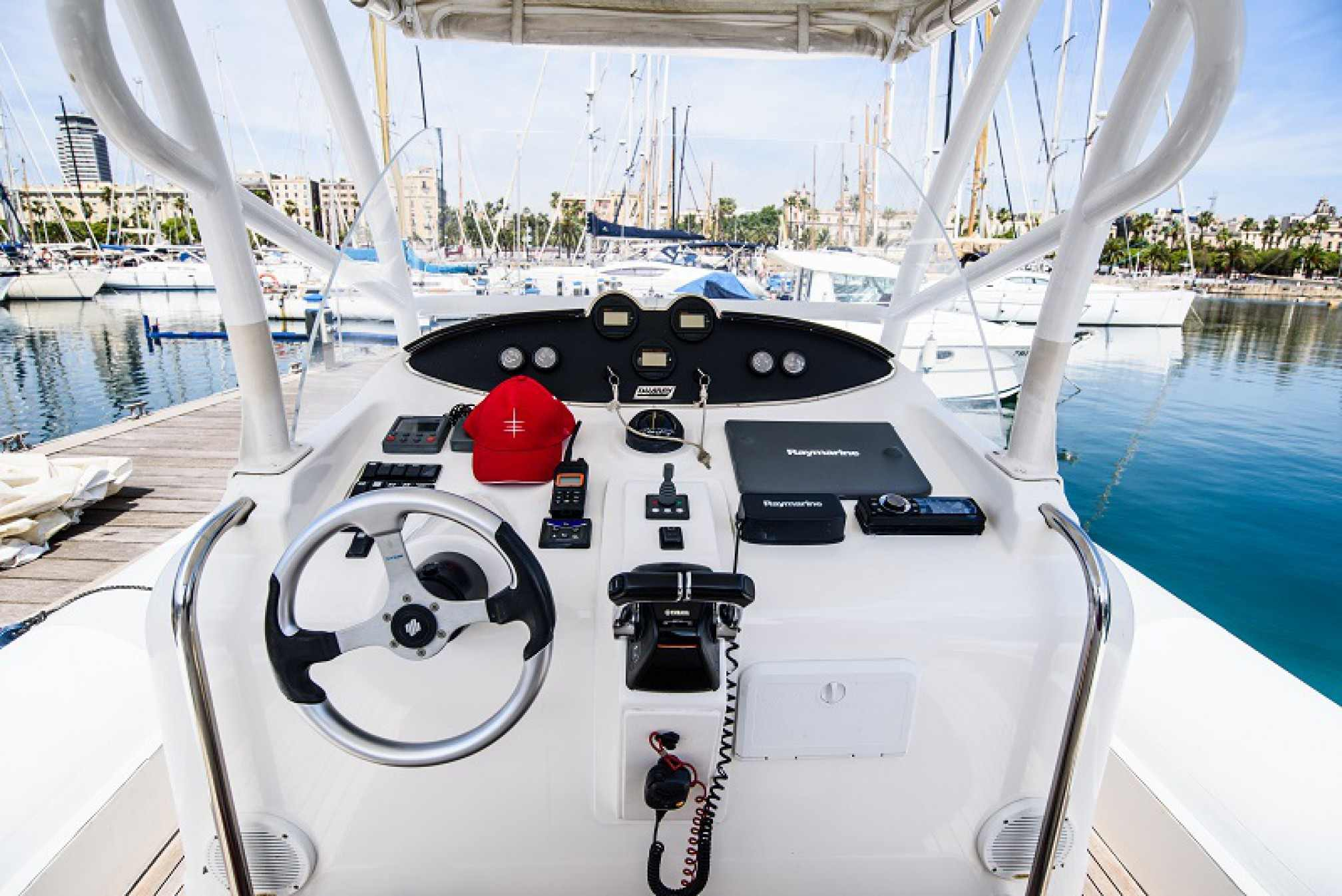 Med-One-Motorboat-charter-controls