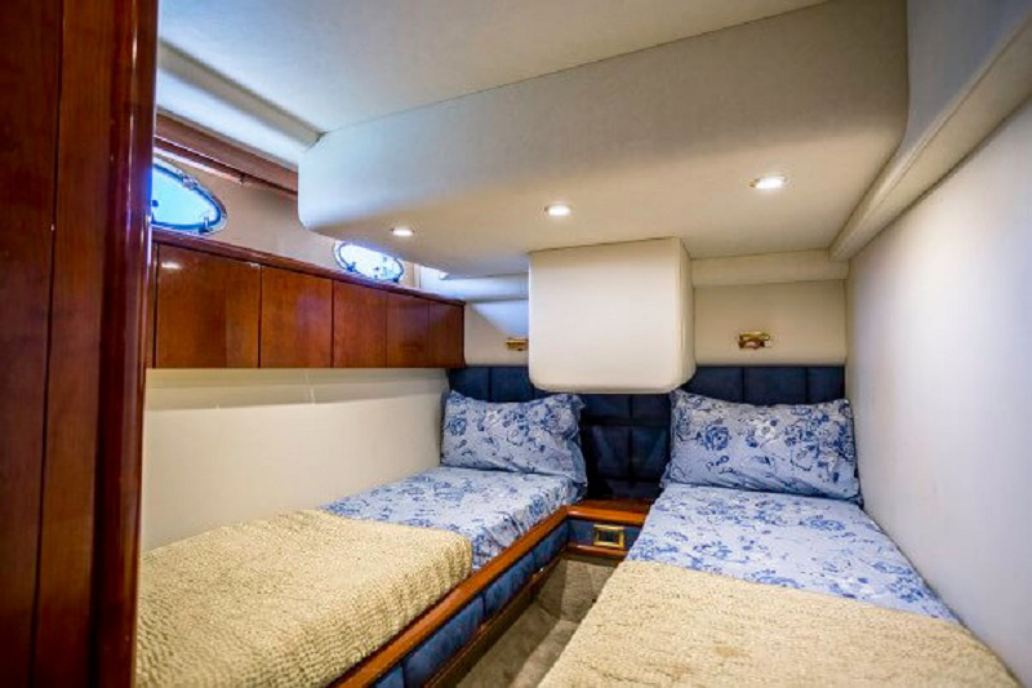 Fairline Squadron yacht charter cabin