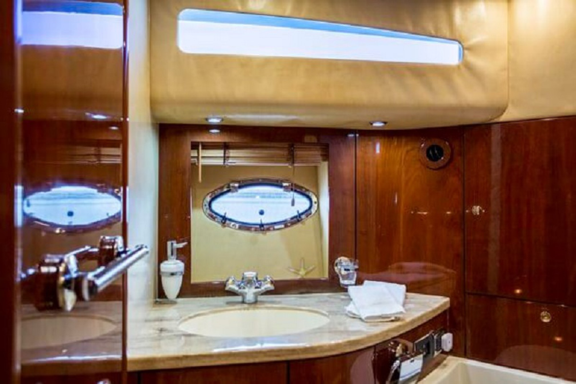 Fairline Squadron yacht charter bath