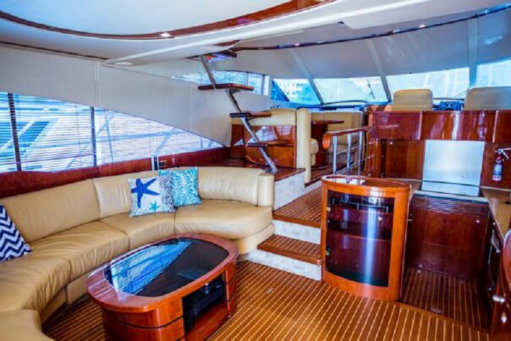 Fairline Squadron yacht charter salon