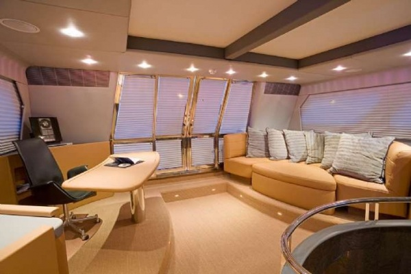 M/Y AA Absolute - Megaacht charter with crew
