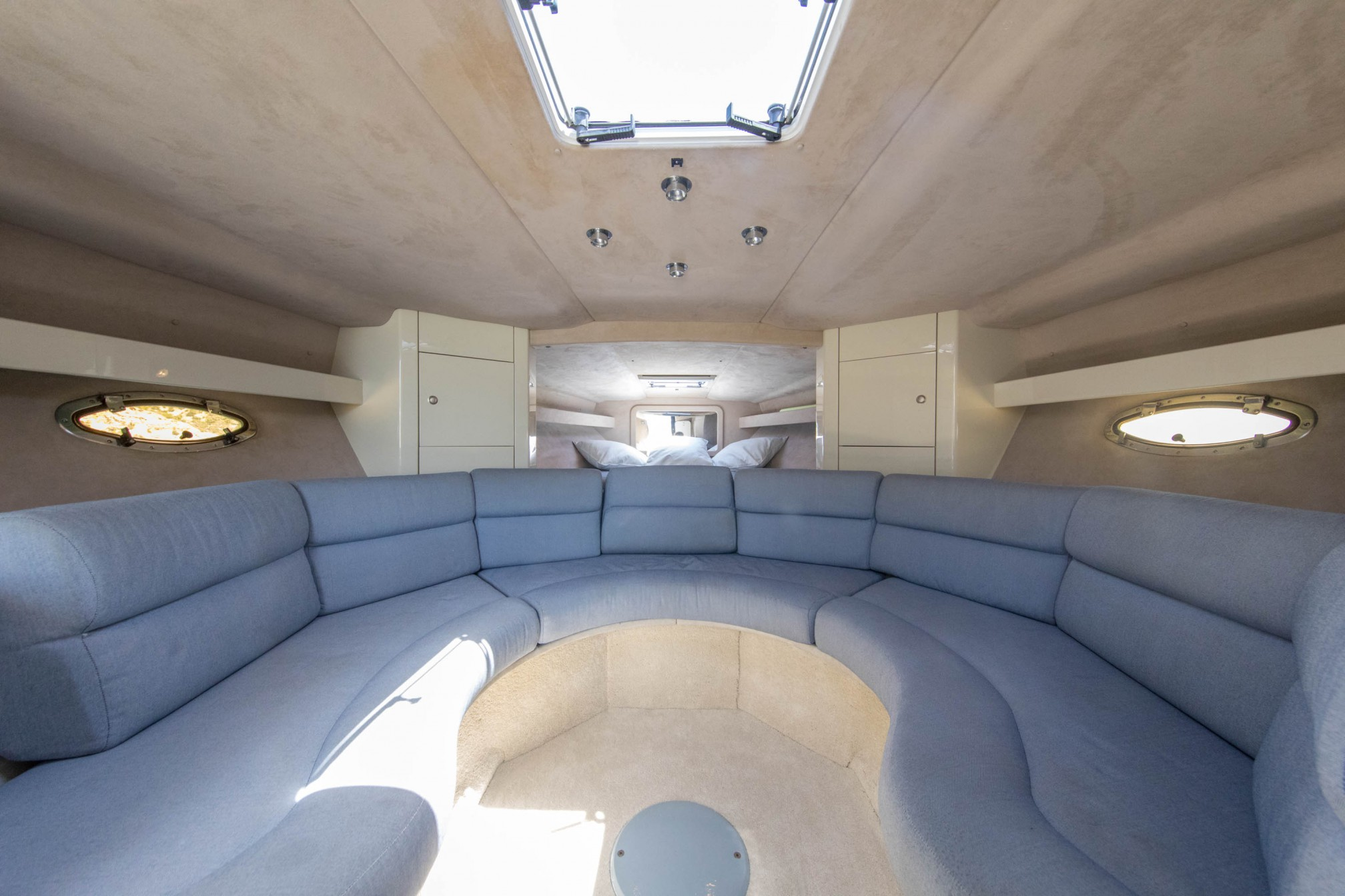 Rental yacht sunseeker 43 salon