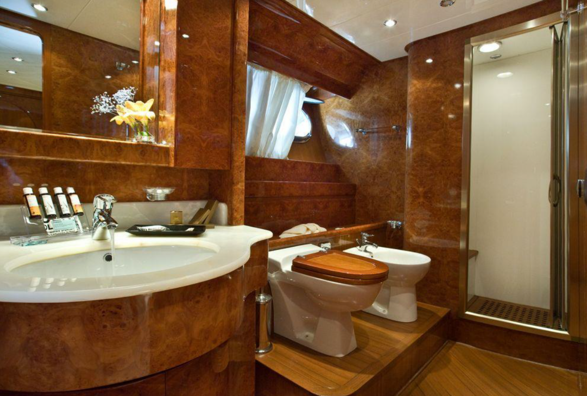 Rental yacht Zoi bath