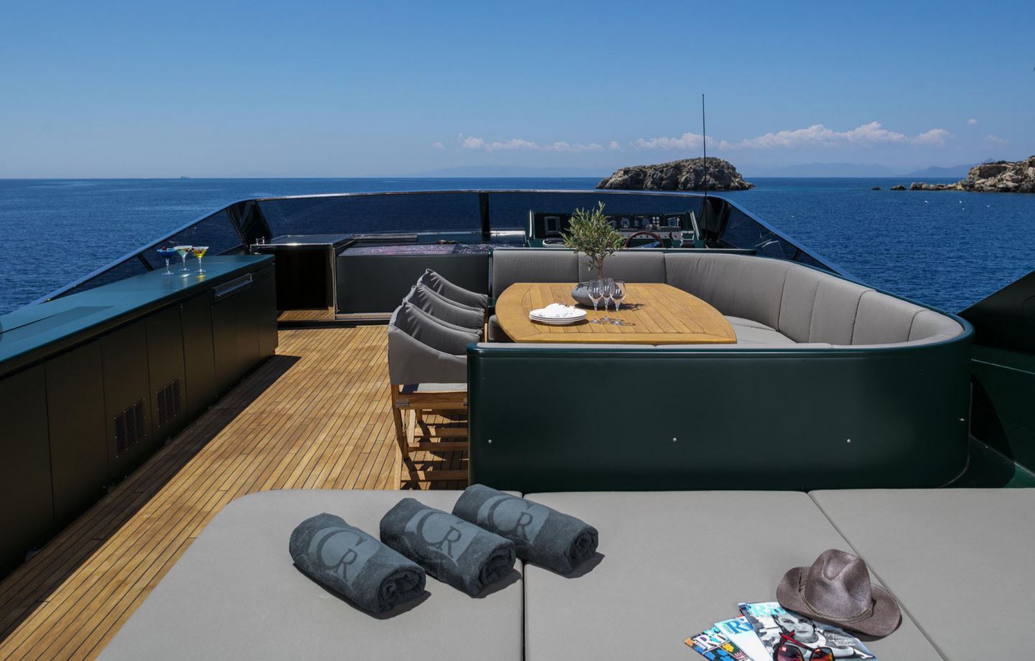 Rental yacht Can't Remember outdoors