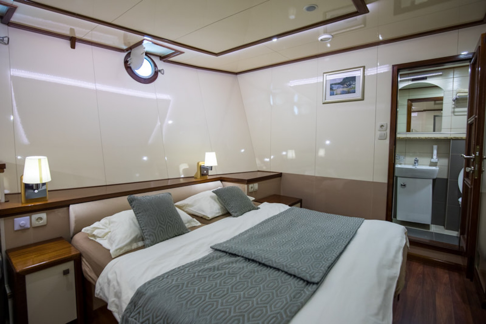 Rental yacht Diamond 40 pax double cabin