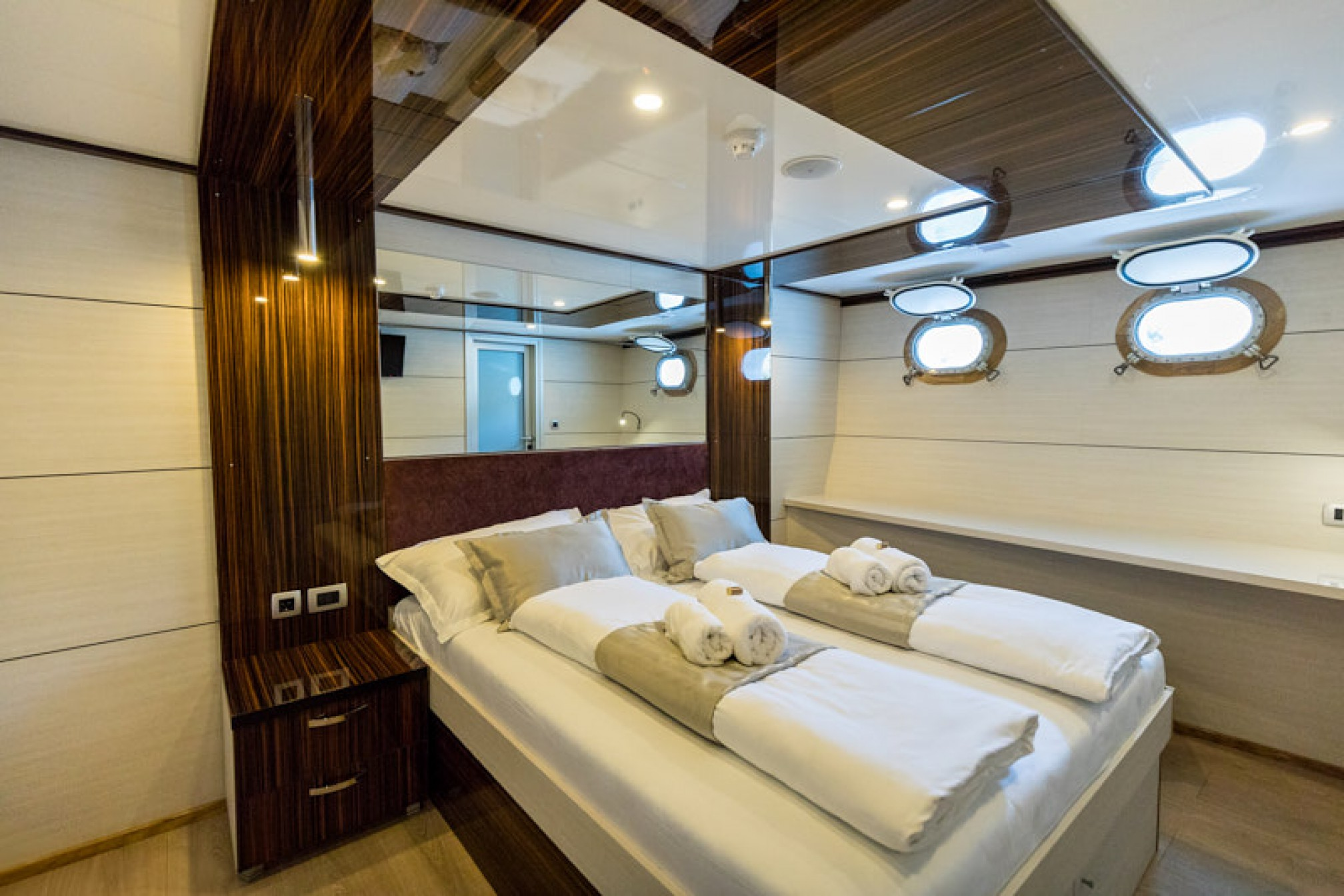 Rental yacht New Star 39 pax double cabin