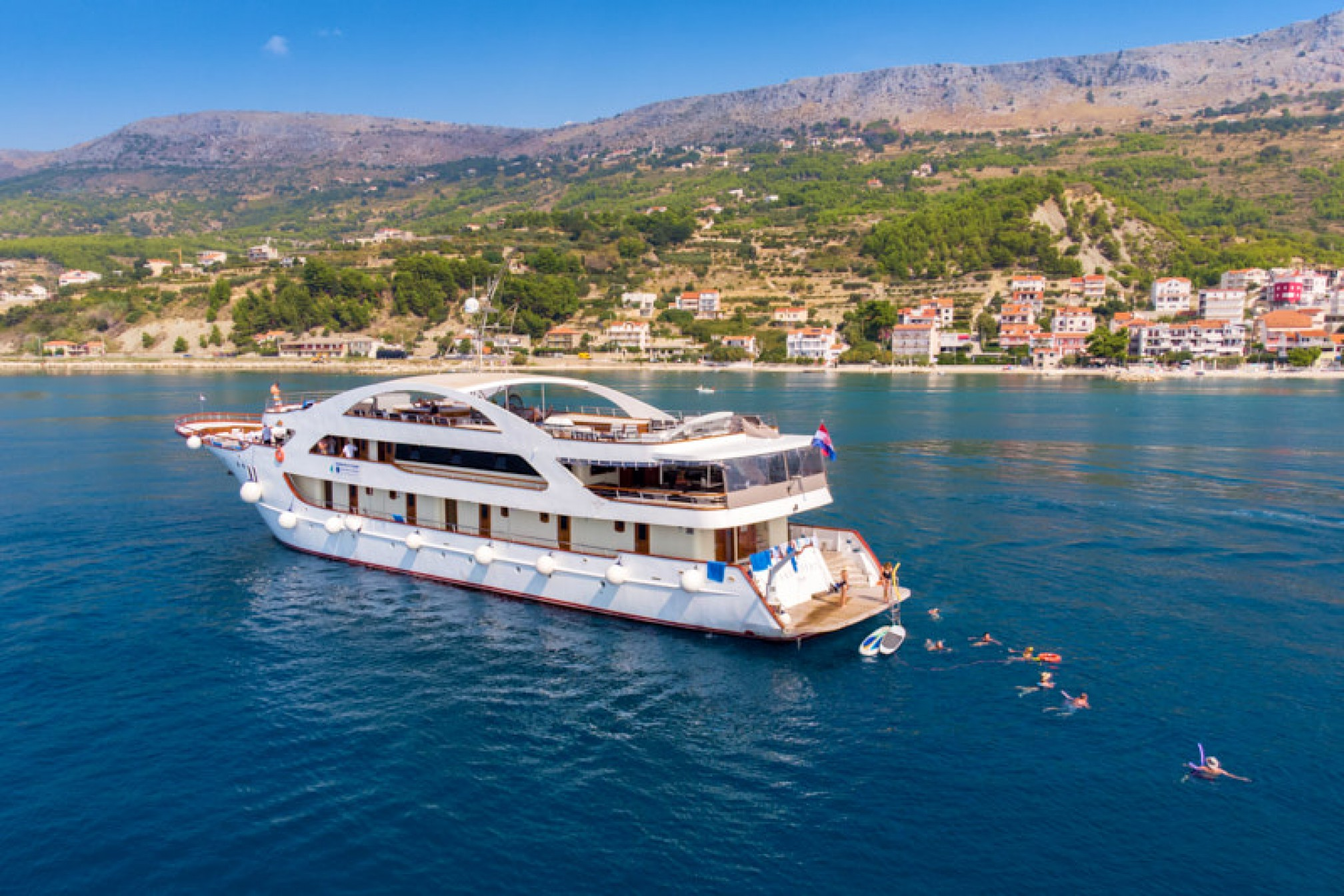 Rental yacht President 40 pax anchored