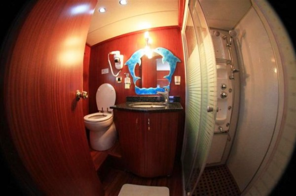 Bathroom Ilknur Sultan rent a gulet in Turkey