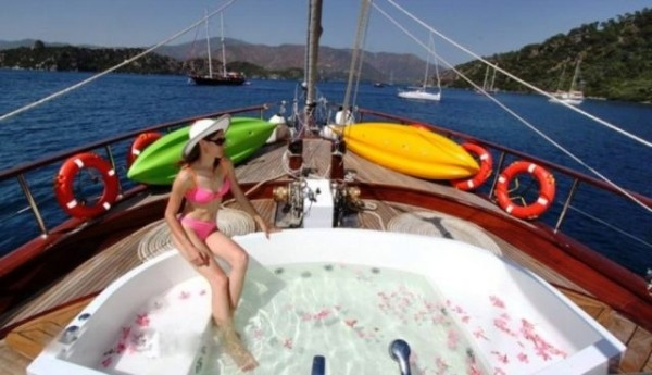 jacuzzi Ilknur Sultan gulet charter  in Turkey