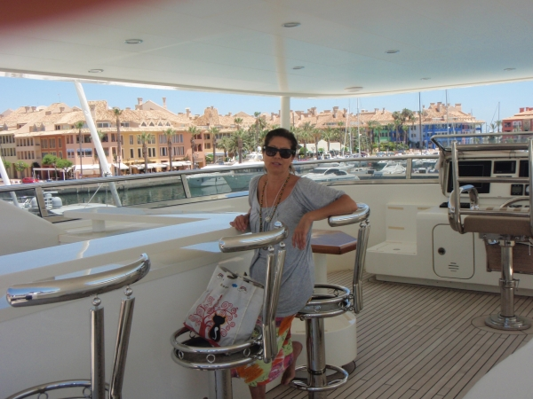 Yate 10 - Yacht charter with crew