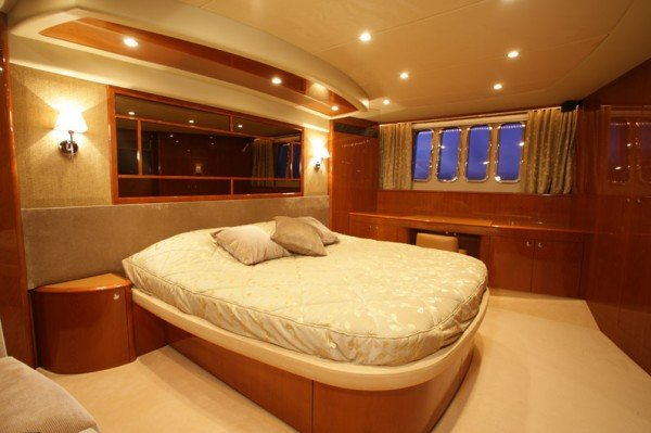 SORANA - Princess 67 - Luxury motorboat charter