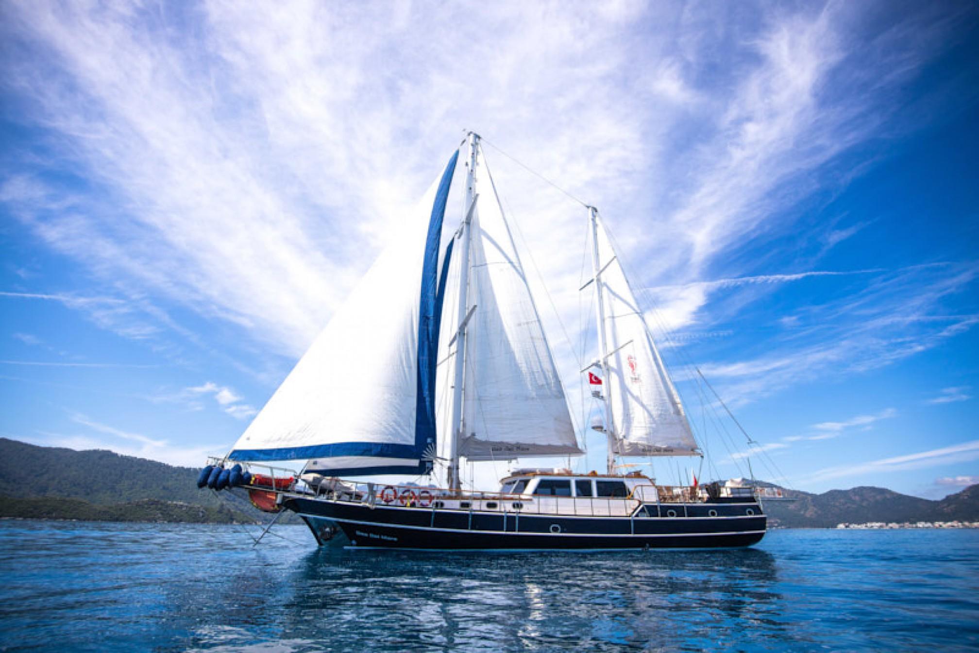 Rental gulet Dea Del Mare 10 pax sailing
