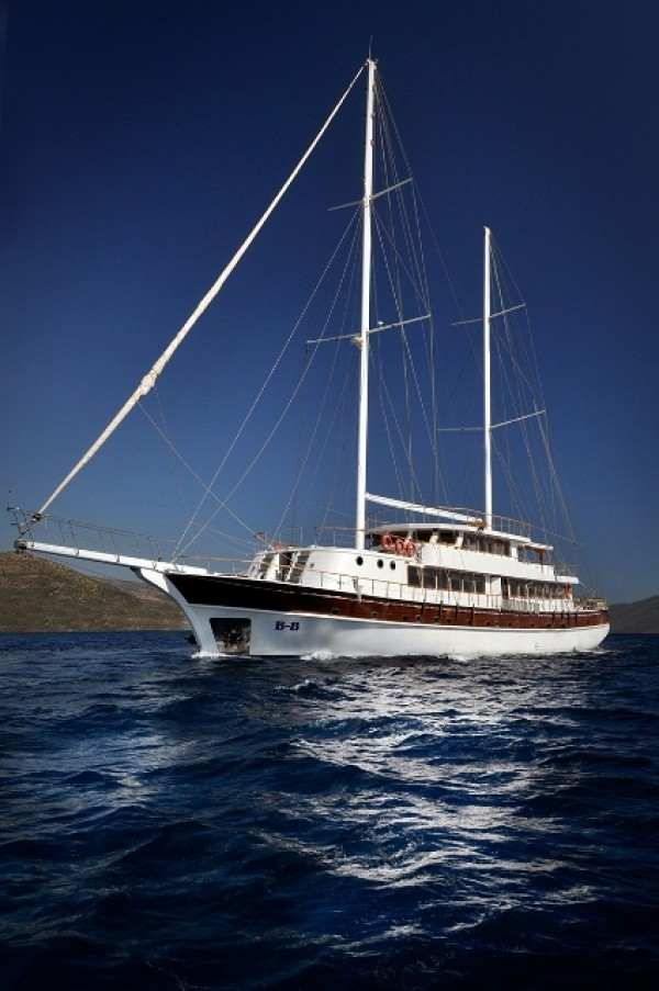 B&B - Gulet charter with crew