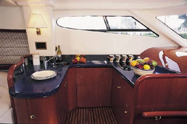 Cranchi Atlantique 48 - Yacht charter with crew