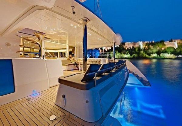 Lagoon 560 - Luxury catamaran charter