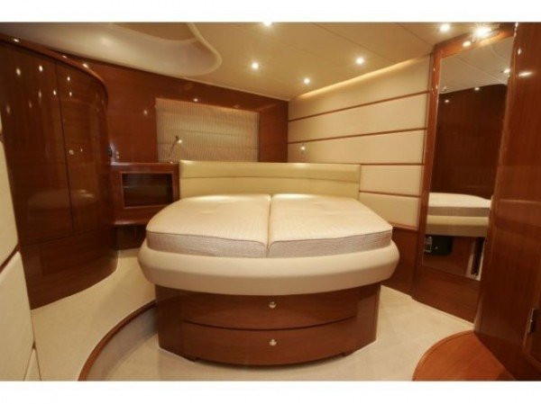 Prestige 50 open - Yacht charter with crew