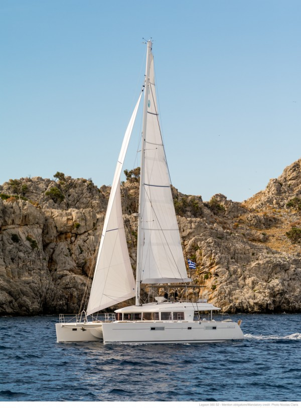 Sailboat charter in Greece sailing