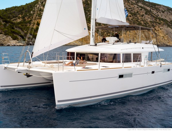 Sailboat charter in Greece sailing