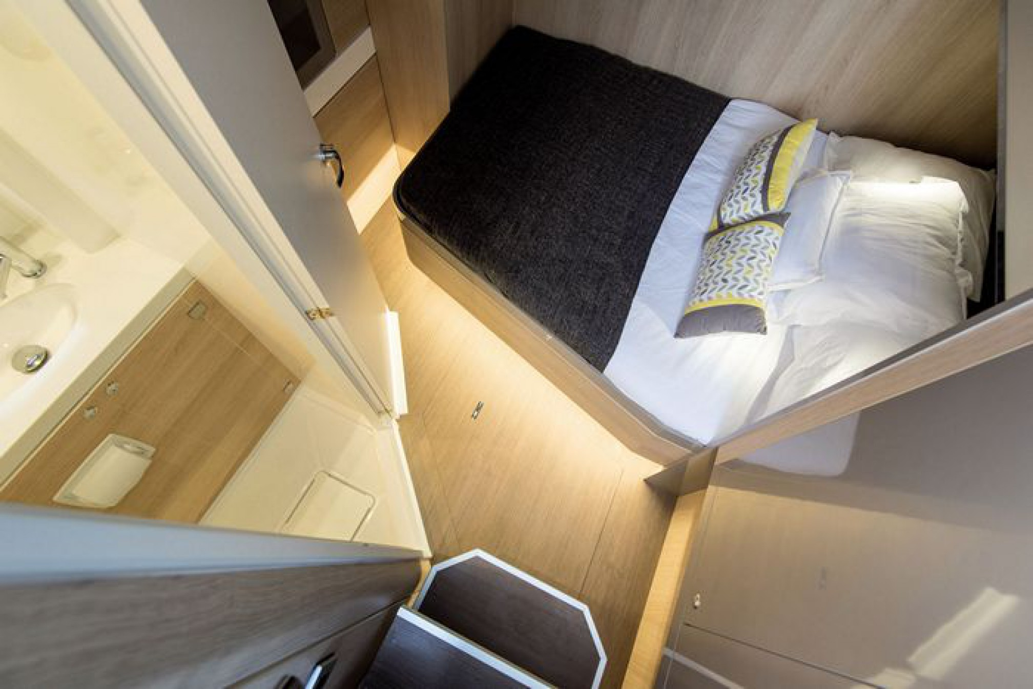 Rental catamaran Bali 5.4 (6 + 2 cab) double cabin
